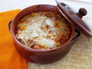 Gulasch mit Reisnudeln oder Backkartoffeln